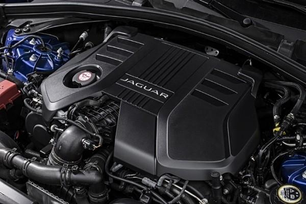 지난 2016년 부산모터쇼에서 소개된 재규어 3.0리터 V6 터보차저 디젤 엔진. 재규어는 업그레이드된 디젤 성능으로 300마력의 3.0리터 V6 터보차저 디젤 엔진의 성능을 소개했다. 기존 180마력의 2.0리터 디젤 엔진보다 두 배 뛰어난 성능으로 명차브랜드의 저력을 과시해 재규어는 F페이스 국내 출시를 성공적으로 이끌어냈다. 재규어 역사상 F페이스는 향상된 엔진과 테크놀리지한 기술력을 접목, 단기간 안에 놀라운 판매 성과를 기록했다.(사진 출처: 재규어랜드로버코리아)