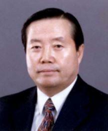 최충웅 경남대 석좌교수, 언론학 박사